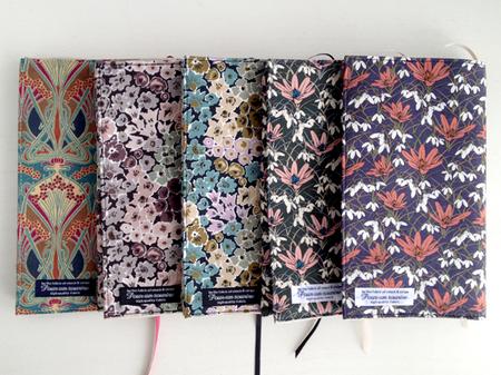 リバティ花柄かわいい素敵なブックカバー新書サイズアイアンシーロッセリーマルティナ